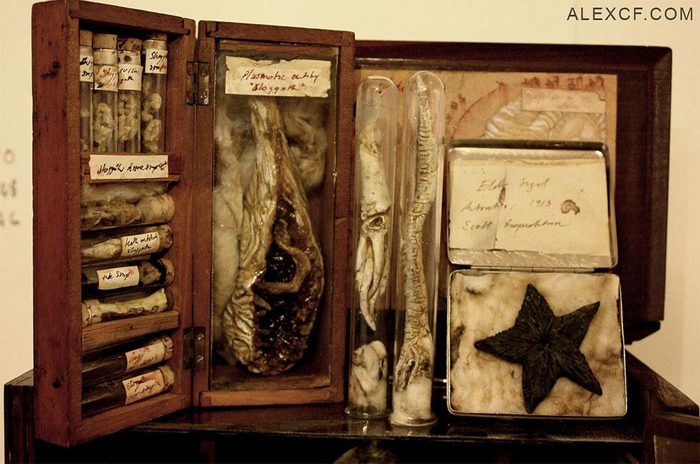 A display of Victorian Weird sculptures by Alex CF.