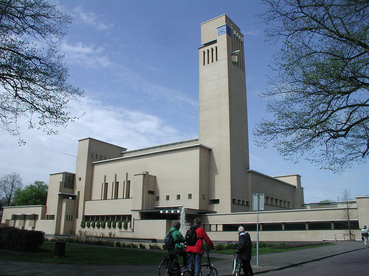 Hilversum Town Hall in 2005. Source: Mfrasca at English Wikipedia